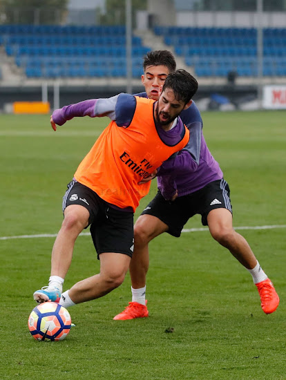 3f05d7ae9b5 Isco Switches to Old Nike Mercurial Vapor Boots - Footy Headlines