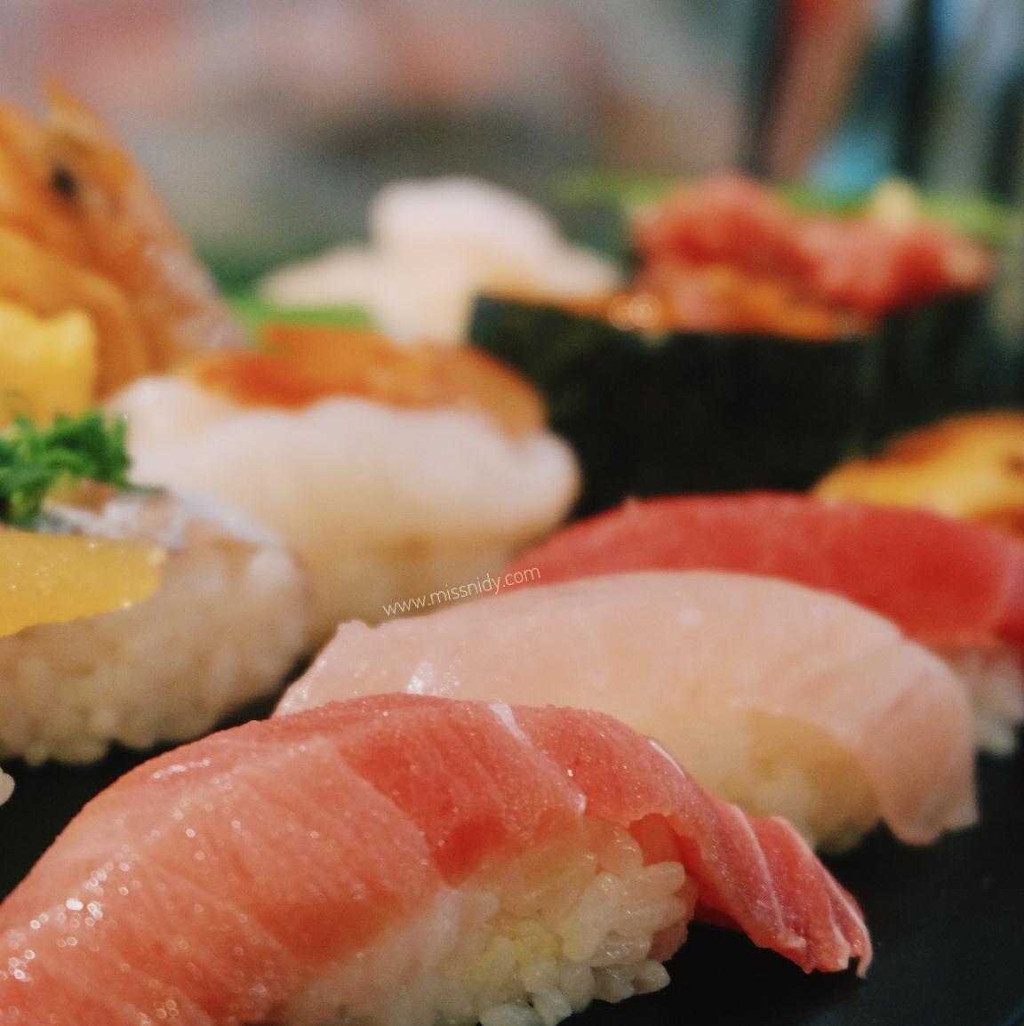 makan sushi di tsukiji market