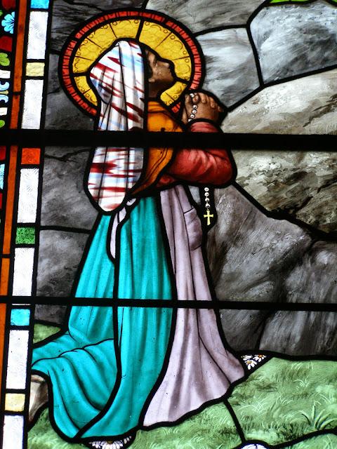 Bernadette et la Vierge de Lourdes église de Sail ©Défrade