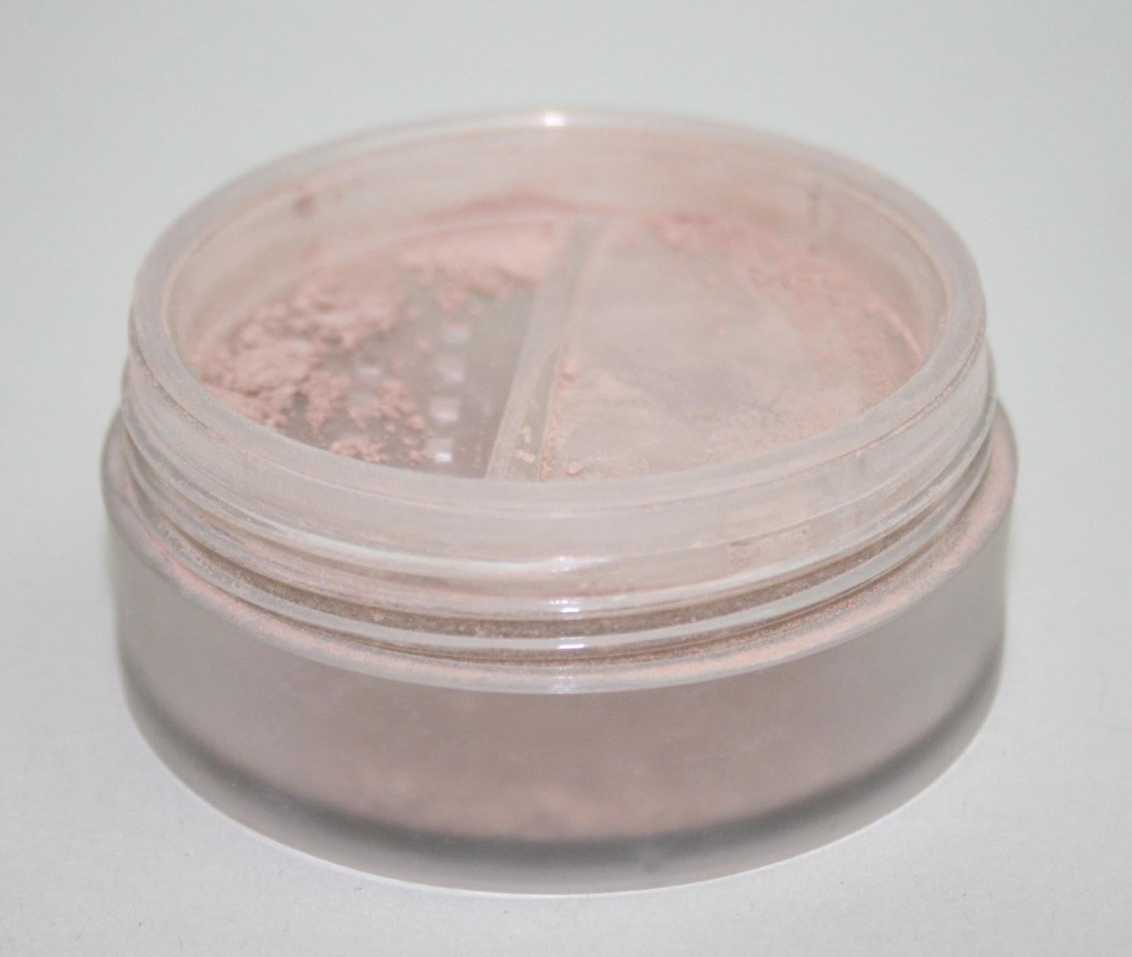 Laura Mercier Candleglow Powder Swatches: Laura Mercier Mineral Powder SPF15 In Natural Beige And