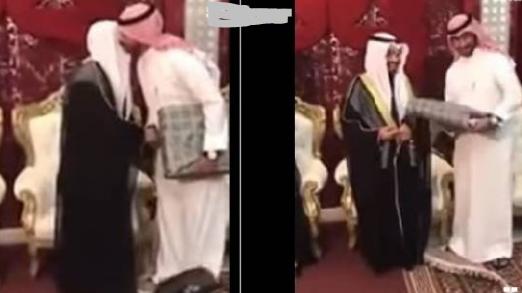 خليجي يرمي هدية أحد الضيوف بعد إحراجه.. شاهدوا ماذا أحضر له لن تصدقوا ماذا أهداه