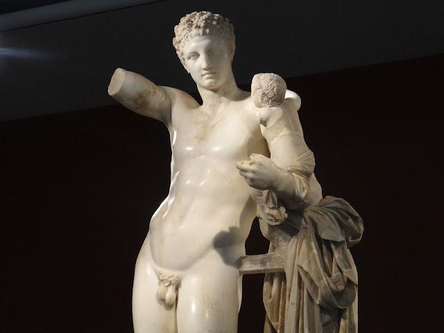 Estátua de Praxiteles