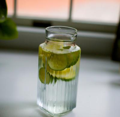 Pourquoi Devriez-vous Boire l'Eau de Concombre + Autres Avantages pour la Santé