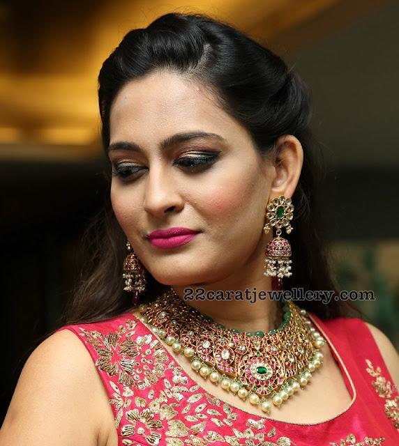 Swetha Jadhav Kundan Mango Choker