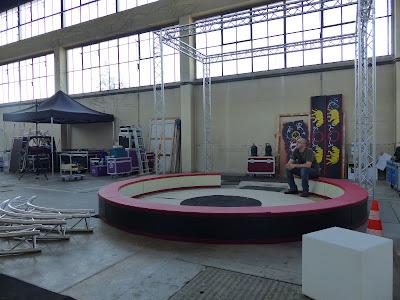 K circus, fine art circus, expo cirque, exposition sur le cirque, fabrication piste de cirque, piste de cirque, peinture sur le cirque, ismail et julien, ismail konate, julien kozlowski, conception, design, scène, citoyenneté, menuiserie, agence donner des ailes, dda, agence dda, juko access, juko concept, event design, designer d'événement, bureau d'étude et de conception, conception 3D,  , scénographie, makeover, space makeover, muséographie, expographie, aménagement, bois, menuiserie, art, art contemporain,