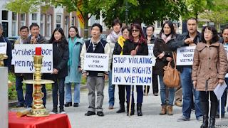 Những con voi bị xích và tâm thế người Việt thời cộng sản