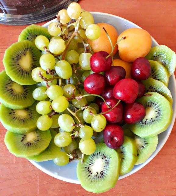 как красиво нарезать фрукты, как выложить фрукты на тарелку