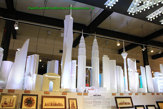 Models, souvenir shop, KL City Gallery, KL, Malaysia