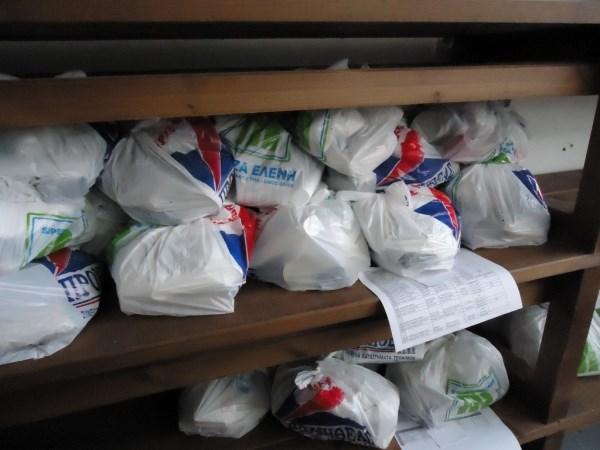 Διανομή τροφίμων σε δικαιούχους του Κοινωνικού Παντοπωλείου Δήμου Τυρνάβου