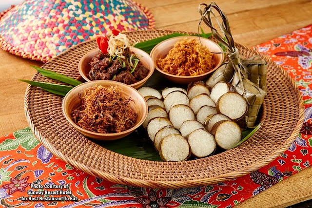 Traditional Lemang & Ketupat with Beef Rendang & Chicken Serunding