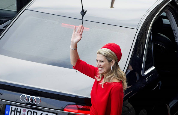 King Willem-Alexander and Queen Maxima of The Netherlands visits an business meeting for Dutch and German companies focussing on the maritime industry at the Fischauktionhalle and visit the city hall