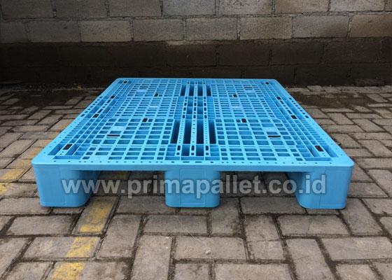 Palet Plastik Untuk Tatakan Racking di Gudang