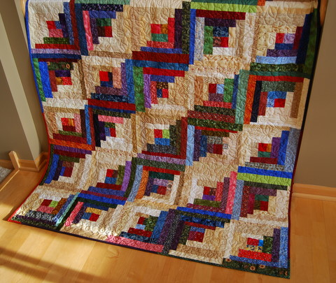Strips & Strings Log Cabin Quilt Free Pattern designed by Mary Johnson of MaryQuilts.