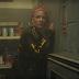 """Halsey é ruim no amor, mas boa em fugir da polícia com as amigas no clipe de """"Bad At Love"""""""