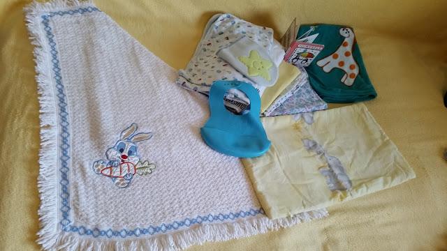 Lenjerie bebe (păturici, scutece, prosoape, babetica de cauciuc)