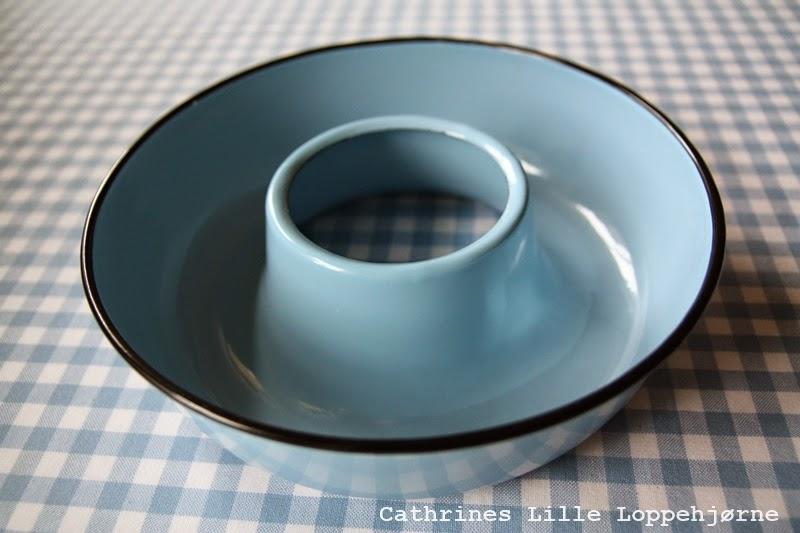 http://cathrineslilleloppehjorne.blogspot.no/2014/08/samling-madam-lysebla-emalje.html