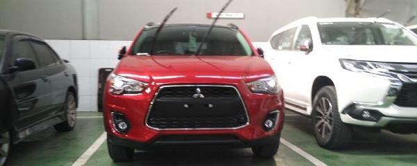 Mitsubishi Outlender Sport Tipe PX Warna Merah