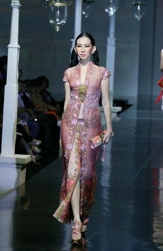 Model Kebaya Wisuda Anne Avantie Modis Dan Elegan