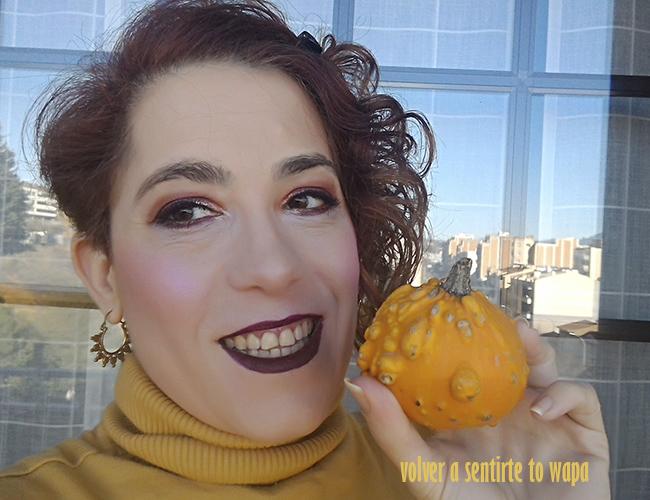 Maquillaje con sombras de ojos e iluminador de Primark