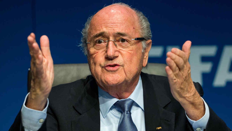 Joseph Blatter afirma que presencio amaños por parte de la UEFA