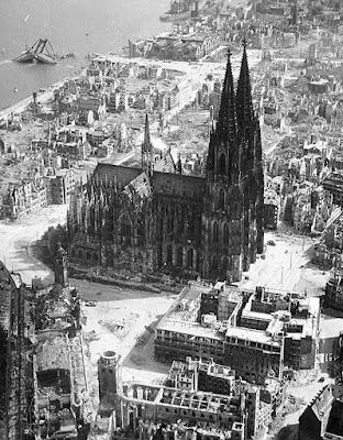 A catedral de Colônia resistiu aos bombardeios que arrasaram a cidade na II Guerra Mundial