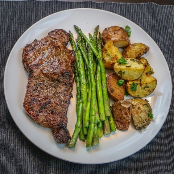 Grilled Steak And Asparagus With Roasted Potatoes