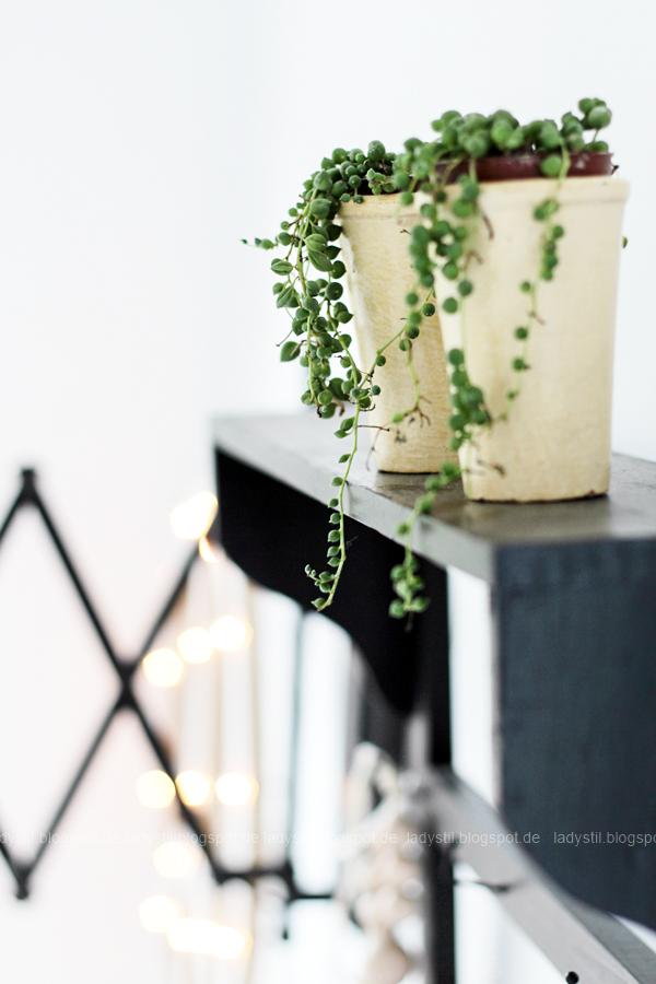 Erbsenpflanze im Hintergrund DIY Peacezeichen Leuchtobjekt mit Lichterkette