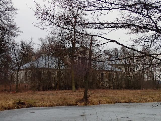 Dworek w Olesznie