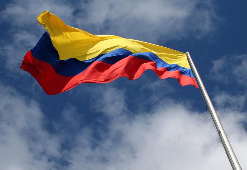 Resultado de imagen para bandera de colombia derrumbandose