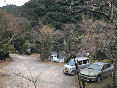 山乃湯の駐車場