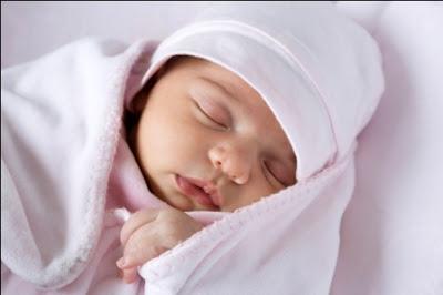Bebek Doğduğunda Ağzına Zemzem Suyu ve Hurma ile açmak