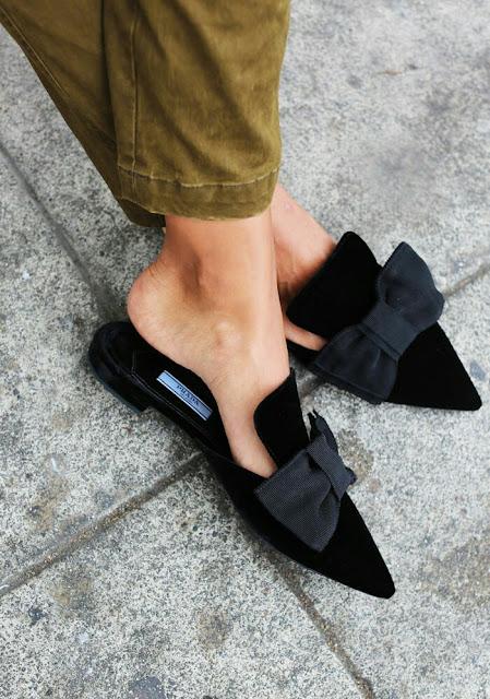 Bow style flat sandal