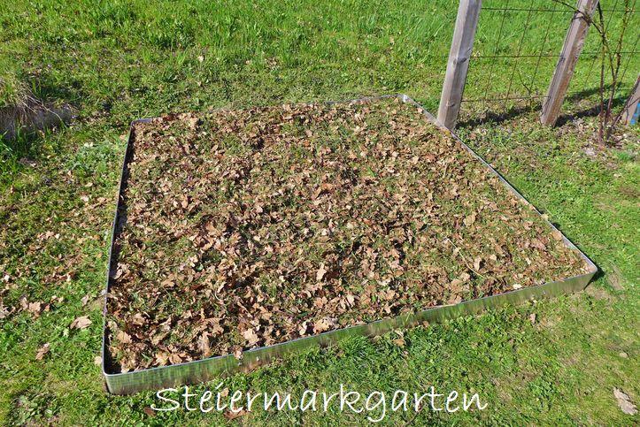 Neues-Beet-Erde-und-Mulch-Steiermarkgarten