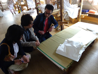 加藤機業場の牛首紬は約八百年変わらず伝統の製法をかたくなに守り続けています
