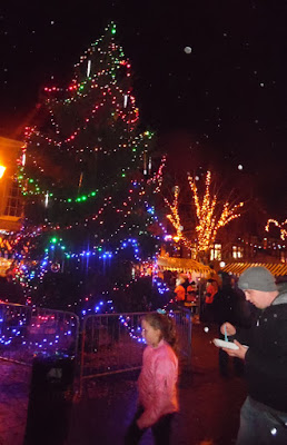 Brigg Christmas Lights switch on 2016, market, fair & late night shopping - picture 11 on Nigel Fisher's Brigg Blog