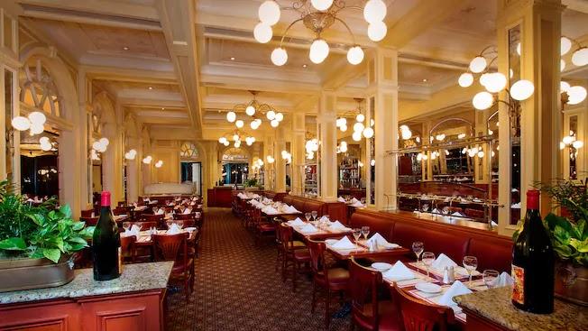 Interior do restaurante Les Chefs de France no Disney Epcot Orlando