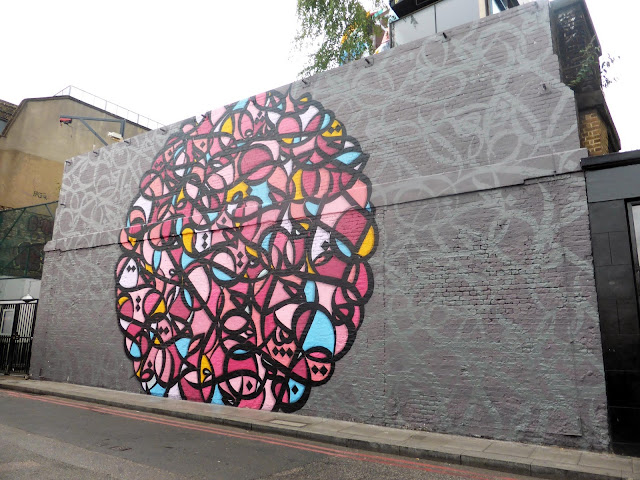 eL Seed spent most of last week in Shoreditch, East London working on a brand new piece for the Shubbak Festival.