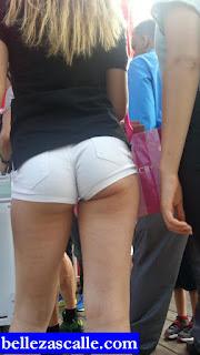 chicas-enseñando-trasero-shorts