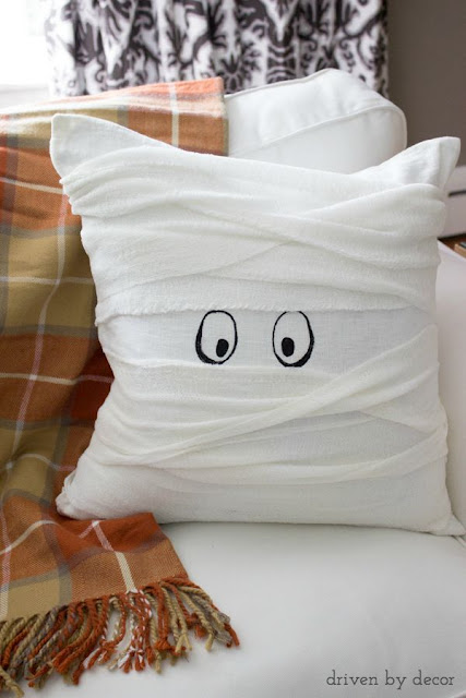 EASY DIY Mummy Halloween throw pillow! Spooky!