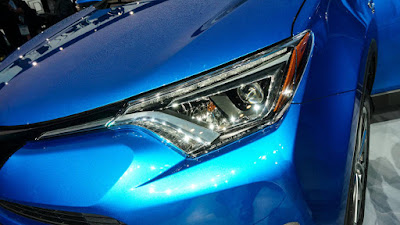 2017 Toyota RAV4 Hybrid front headlight  HD Photos