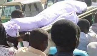 هروب مشيعين بمقابر المناقل بعد تحرك جنازة المتوفى الذي فاجأهم قائلاً: (أدوني موية).