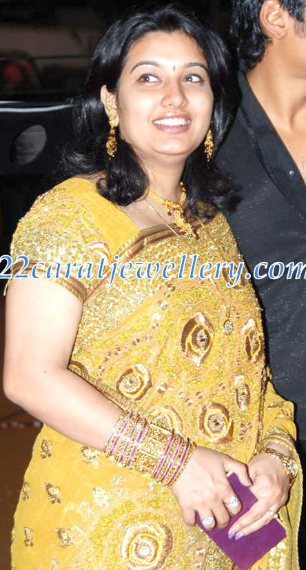 Jeeva Wife in Gold Necklace - Jewellery Designs