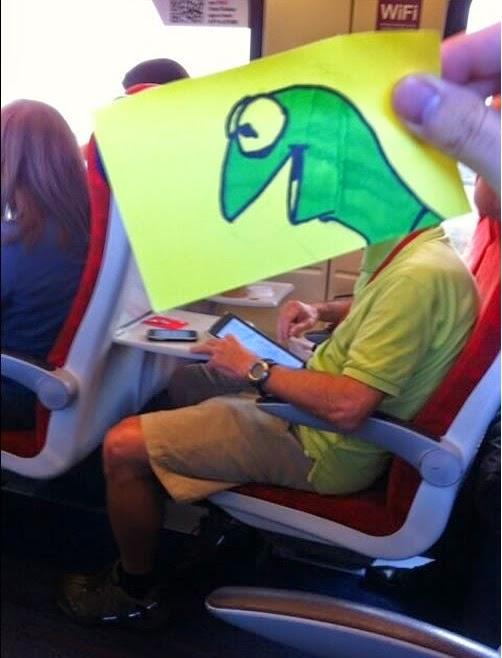 קרמיט הצפרדע ברכבת