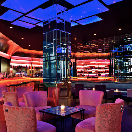Uptown - Um bar num Hotel