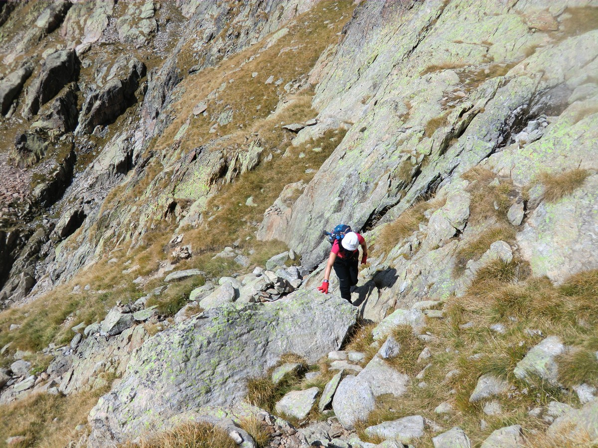 Steep trail ascending to Lacs Bessons
