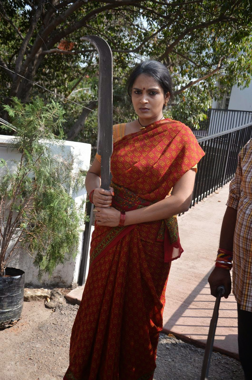 Himaja-Veta Kodavallu Tolloywood Film Wallpapers, Telegu Actress Himaja Hot Pics In sare from Veta Kodavallu Movie