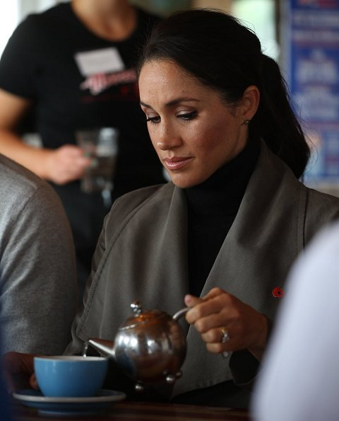 Meghan Markle wore Club Monaco Ellayne trench coat, Stuart Weitzman Veruka suede boots and Outland Denim Harriet Jeans