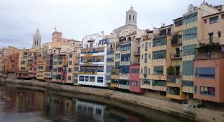 Vistas de Girona desde Pont de Ferro o de les Peixateries Velles.