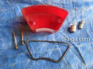 komponen lampu belakang yang dilepas