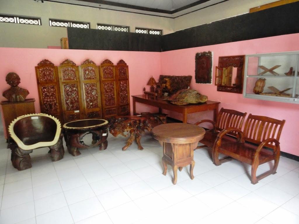 Koleksi kerajinan warga Jepara